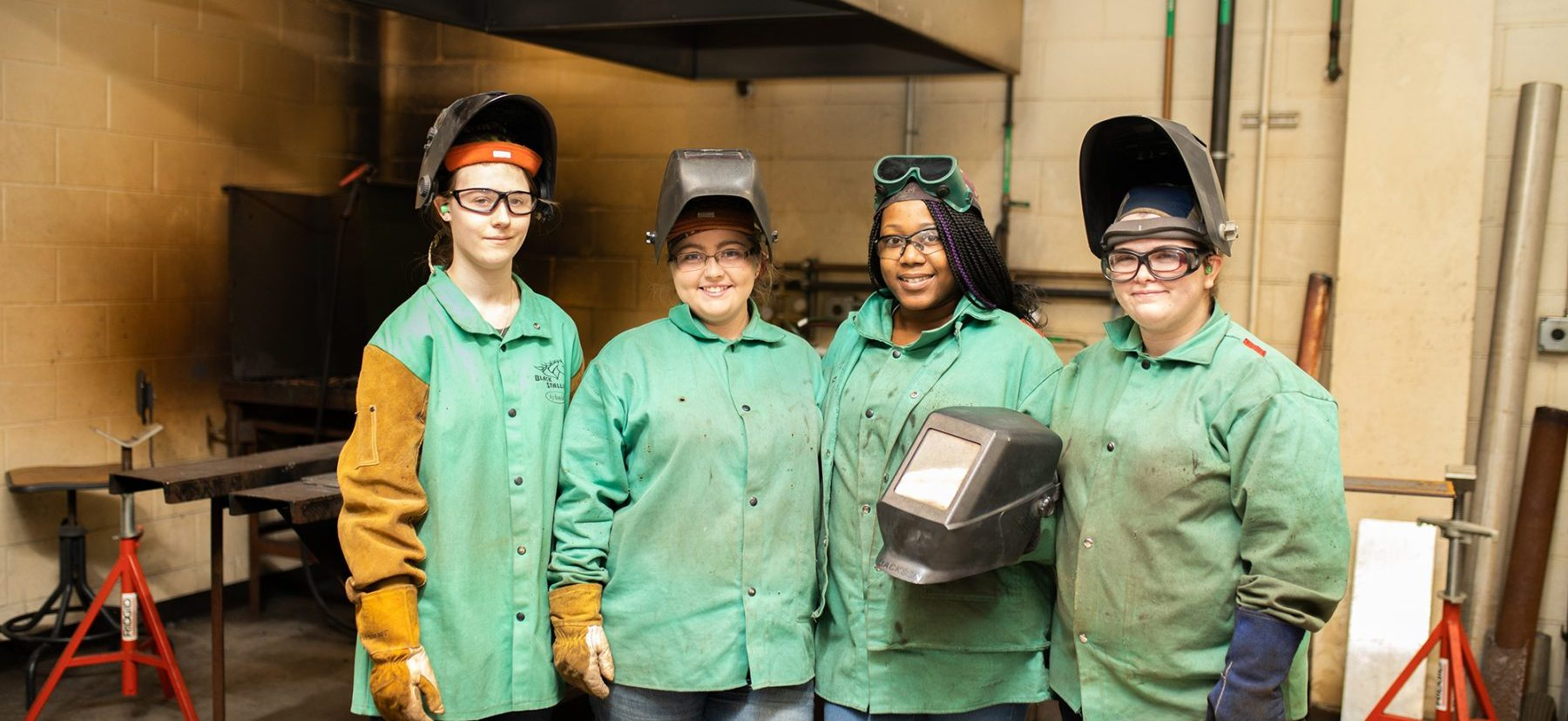 Women in Welding aspect ratio 100 46